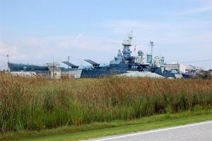 草っ原越し撮影の戦艦ノースカロライナ